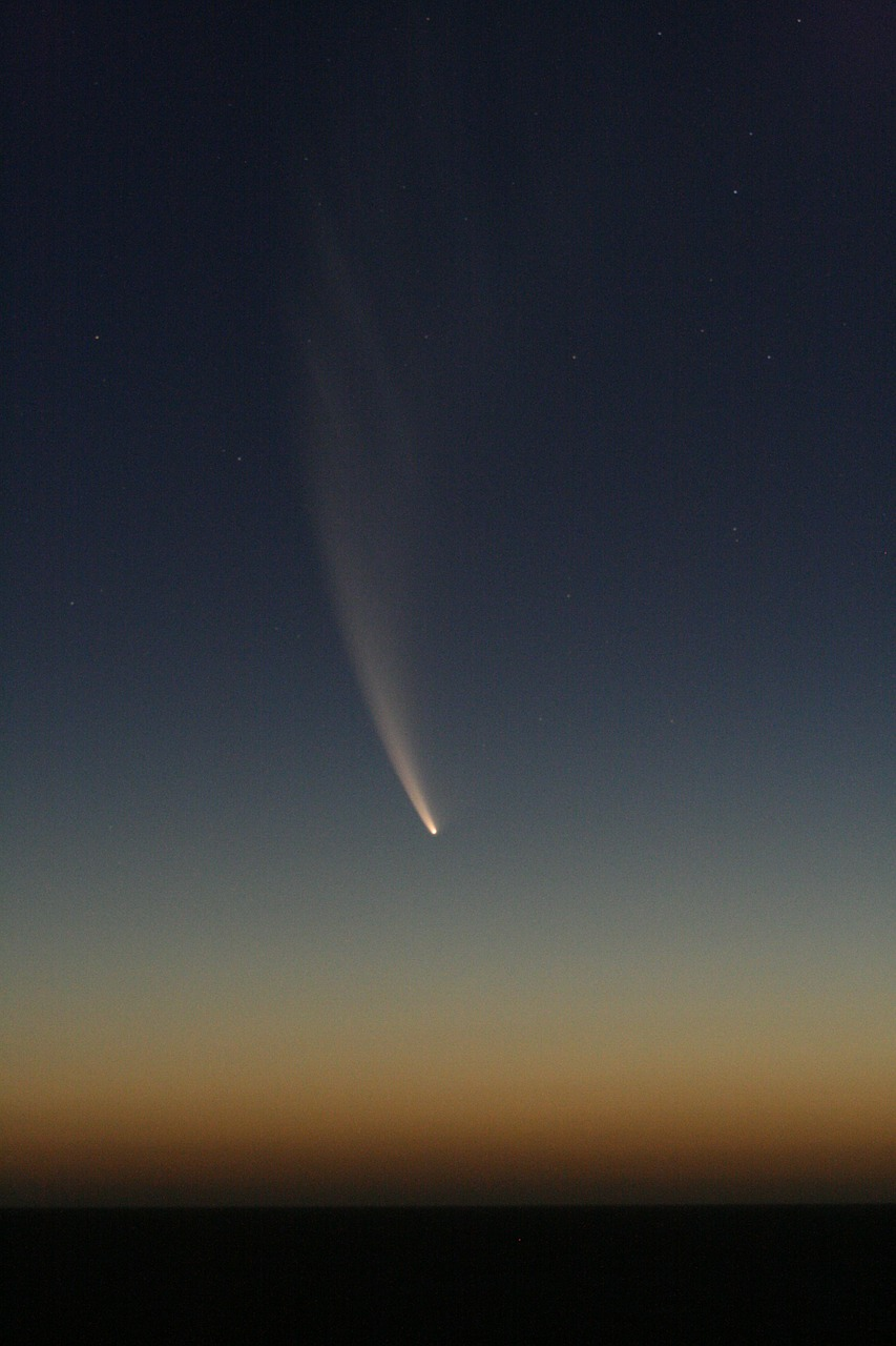 Meteorite flashing to earth